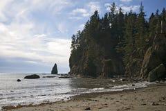 Nubi Wispy lungo il litorale di Washington fotografia stock