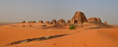 Nubian金字塔全景在苏丹 免版税图库摄影