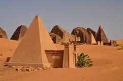 Nubian金字塔在苏丹 库存照片
