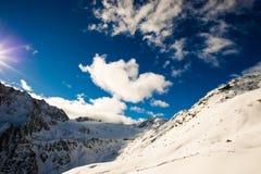 Nubla-se a montanha Imagens de Stock Royalty Free