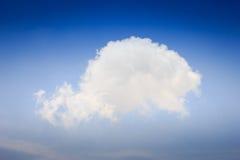 Nubla-se o céu azul Fotografia de Stock