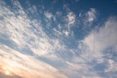 Nubla-se o céu azul Foto de Stock