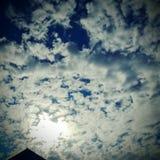 Nubla-se o céu azul Imagens de Stock