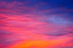 Nubla-se o céu vermelho Imagens de Stock Royalty Free