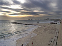 Nublado del cielo de marcha y de la estafa de Paisaje marino de playa Fotografía de archivo