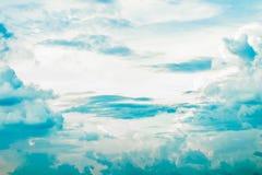 Nublado fuerte en el cielo Imagenes de archivo