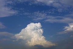 Nuble-se com céu azul Imagem de Stock
