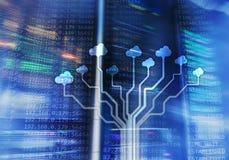Nuble-se o servidor e a computação, o armazenamento de dados e o processamento Conceito do Internet e da tecnologia foto de stock