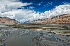 Nubra-Tal und Fluss im Himalaja, Ladakh Lizenzfreies Stockbild