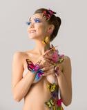 nude Καταπληκτική τοποθέτηση κοριτσιών με τις πεταλούδες στο σώμα Στοκ Εικόνες