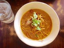 Nudel Khao Soi, thailändsk lokal mat Arkivfoto