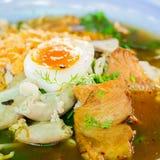 Nudel mit dem Schweinefleisch und Ei gekocht Lizenzfreie Stockfotos