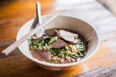 Nudel, thailändische Nudel, thailändisches Nudelfleisch Thailändische Nudel verdünnen Linie Lizenzfreie Stockfotos