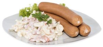 Nudelsalat mit Wurst (auf Weiß) Lizenzfreie Stockfotos