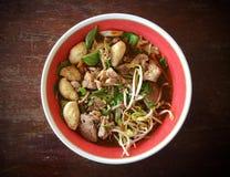 Nudelsuppe-thailändisches Art-Schweinefleisch oder Rindfleisch Lizenzfreie Stockfotografie