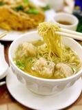 Nudlar för soppa för Hong Kong stil hänsynslösa Royaltyfri Bild