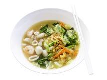 Nudlar i tjock sky med skaldjur - thailändsk mat Royaltyfria Foton