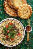 Nudlar med nötkött och grönsaker Central asiatisk kokkonst Lagman Royaltyfri Fotografi