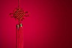 Nudo chino del Año Nuevo durante Año Nuevo chino con el backgroun rojo Fotografía de archivo