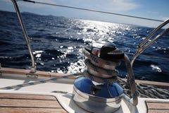 Nudo en un barco de vela Foto de archivo libre de regalías