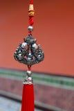 Nudos decorativos antiguos chinos pendientes Foto de archivo libre de regalías