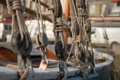 Nudos en la nave Fotos de archivo libres de regalías