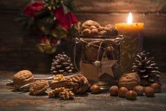 Nueces de la Navidad con el ajuste rústico Imagen de archivo libre de regalías