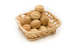 Nueces de la oblea con crema en una cesta Fotos de archivo libres de regalías