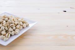 Nueces de pistacho en un cuenco Fotografía de archivo libre de regalías