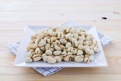 Nueces de pistacho en un cuenco Foto de archivo