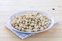 Nueces de pistacho en un cuenco Fotos de archivo