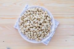 Nueces de pistacho en un cuenco Fotos de archivo libres de regalías