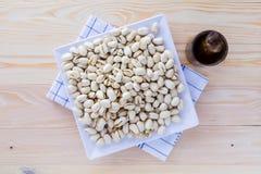 Nueces de pistacho en un cuenco Fotografía de archivo