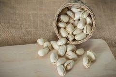 Nueces de pistachos saladas foto de archivo