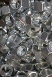Nueces del metal para el hierro de conexi?n y las piezas de madera imagenes de archivo