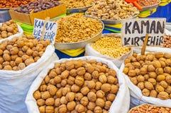 Nueces en el mercado de Antalya Imágenes de archivo libres de regalías