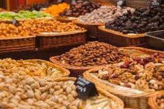 Nueces en mercado local de la comida Fotografía de archivo