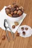 Nueces enteras clasificadas en un cuenco Fotografía de archivo libre de regalías