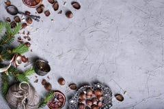Nueces, frutas secadas y deco del Año Nuevo del invierno de la Navidad de los cubiertos Imágenes de archivo libres de regalías