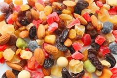 Nueces mezcladas y frutas secas Fotos de archivo libres de regalías
