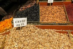Nueces y especias de Ried en Istambul Foto de archivo