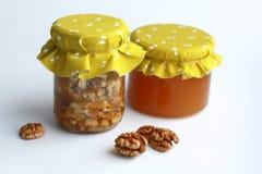 Nueces y miel Imagen de archivo