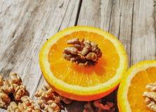 Nueces y naranja Imagen de archivo libre de regalías