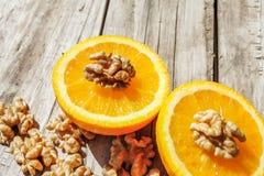 Nueces y naranja Fotos de archivo