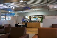 NUERMBERG, ΓΕΡΜΑΝΙΑ - 20 Ιανουαρίου 2017: εσωτερικό αερολιμένων, σαλόνι γερουσιαστή της Lufthansa αερολιμένων με τις καρέκλες δέρ Στοκ Φωτογραφίες