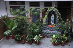 Nuestra señora de Lourdes, patio en la casa de la madre de la madre Teresa Missionaries de la caridad en Kolkata Fotografía de archivo libre de regalías