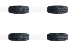 Nueva alineación de los neumáticos del coche aislada en blanco Imagen de archivo libre de regalías