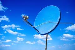 Nueva antena parabólica azul Foto de archivo libre de regalías