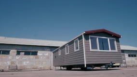 Nueva caravana, pórtico blanco hermoso almacen de video