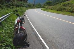 Nueva carretera de asfalto lisa en la montaña Bokor Imágenes de archivo libres de regalías